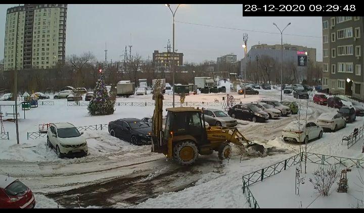 расчистка снега с придомовой территории МКД ул. Мира, 3/1, ул. Карагандинская, 63 после снегопада