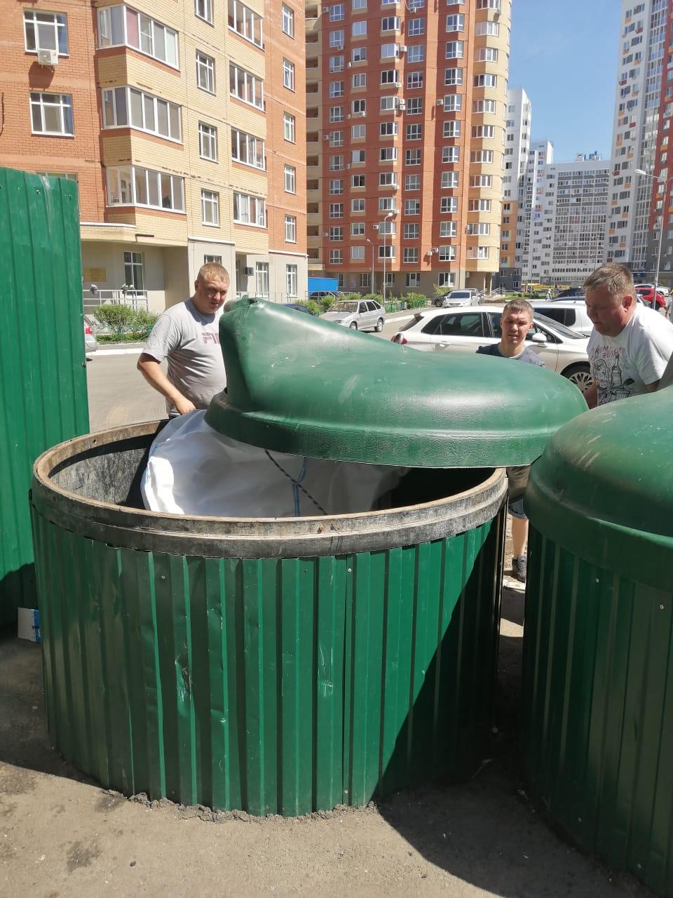 Поляничко 4/1 замена мешка в 2 мусорных баках