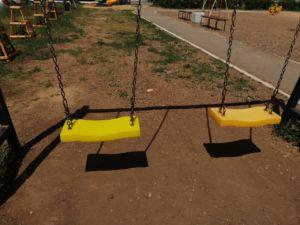 Замена сиденья на качелях, Салмышская 47, детская площадка