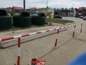 Салмышская 47 установка столбиков и покраска ограждения возле мусорных баков