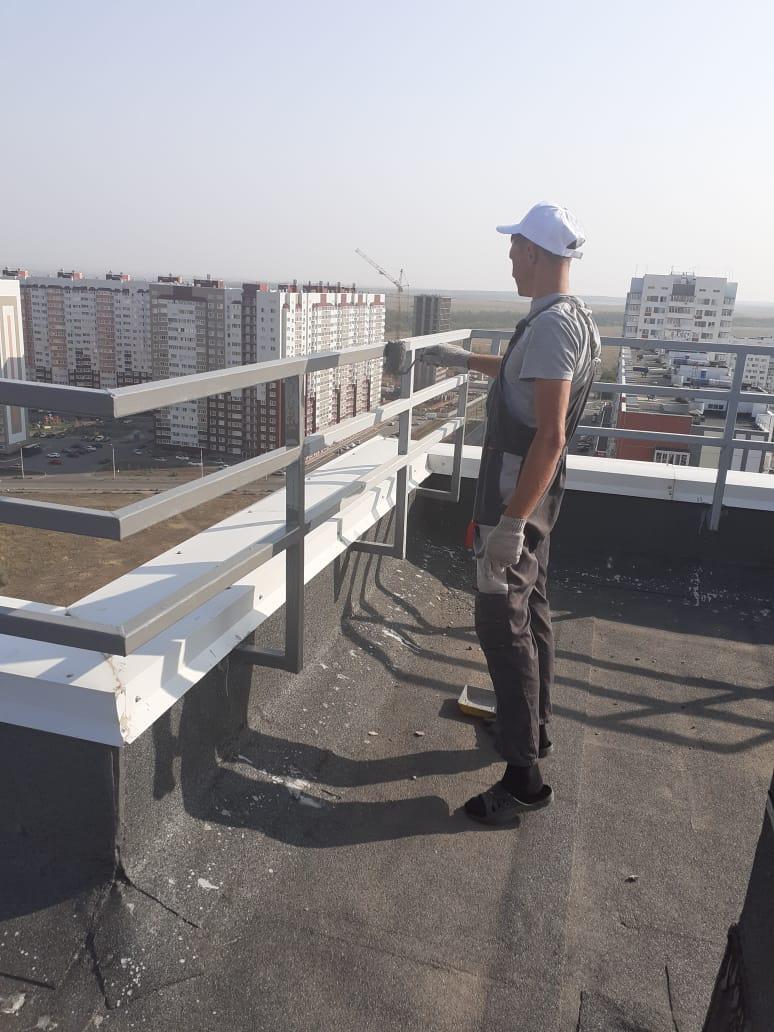 Покраска парапетного ограждения на крыше, Поляничко 2